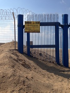 The sound of gunfire and  this solid fence convinced The Idiot not to enter the firing range south of Bat-Yam, Israel.