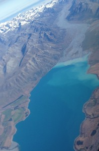 New Zealand's Southern Alps, known as Kā Tiritiri o te Moana in Māori, stretch  500 kilometers on the western side of the  country's South Island. During the north-to-south flight, The Idiot considered climbing  Aoraki, aka Mount Cook, which at 3,724 metrers (12,218 feat)  is the country's tallest peak and  highest point.